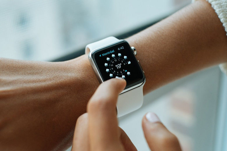 Quelles sont les différences entre un bracelet connecté et une montre